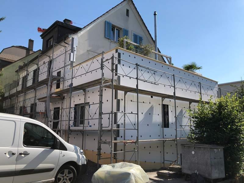 Die Fassade wird saniert