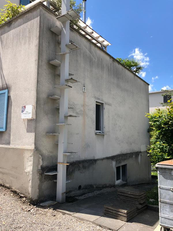 Sanierungsbedüftige Fassade
